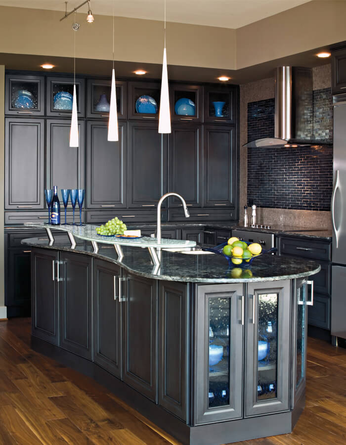 Grey-black marbled countertop on dark grey island with built-in sink and matching base cabinets